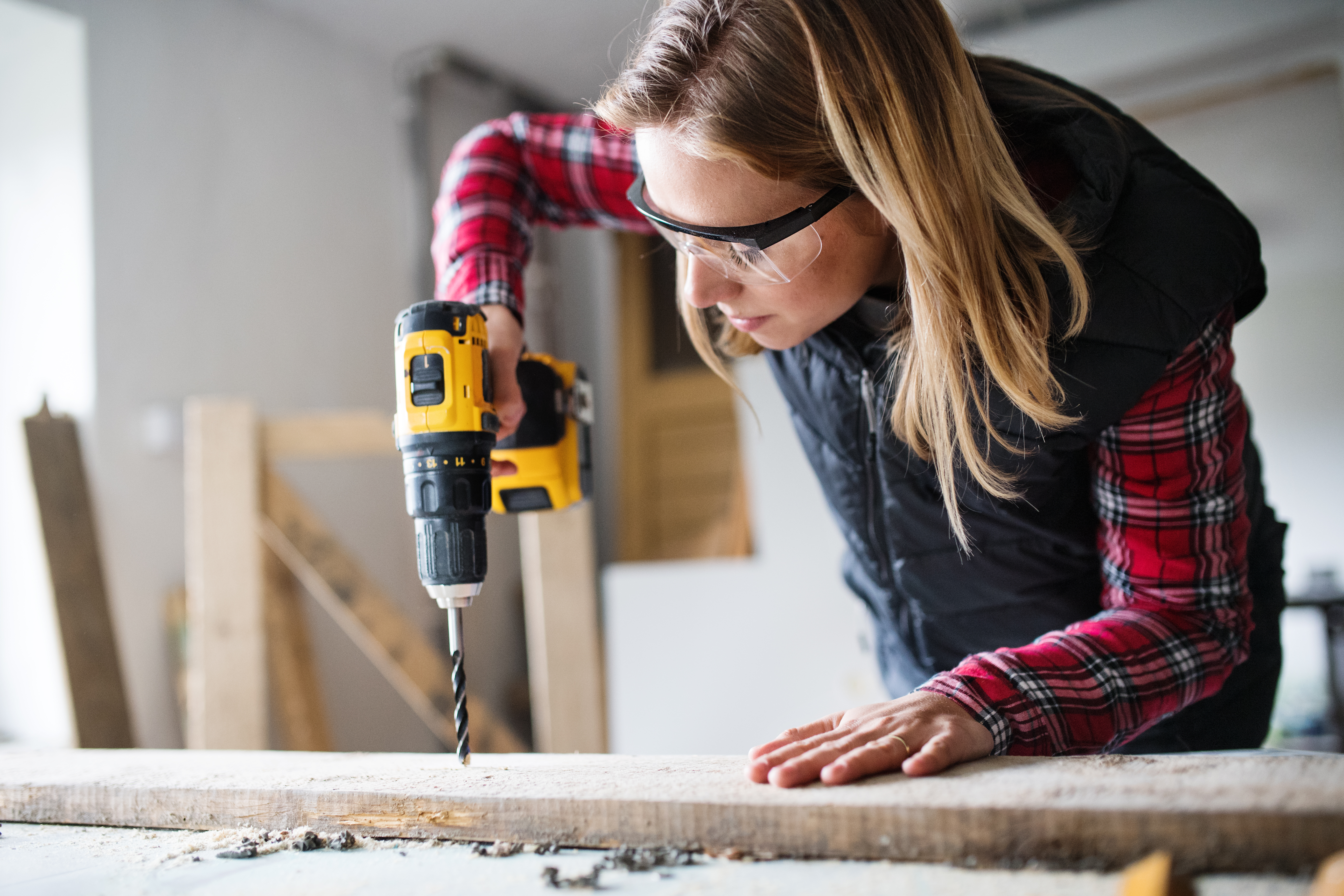 young-woman-worker-in-the-carpenter-workroom-P2P5RCG